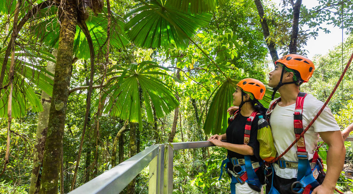 What should you wear to the Daintree rainforest?